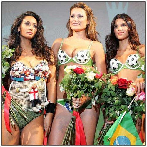 激情盛夏难掩足球热 性感美女秀另类bra图