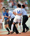 组图:全运足球生暴力事件 天津球员追打裁判
