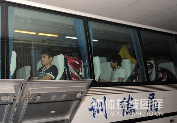 体育男发型_图文中国田径队凯旋抵京发型最酷的男选手