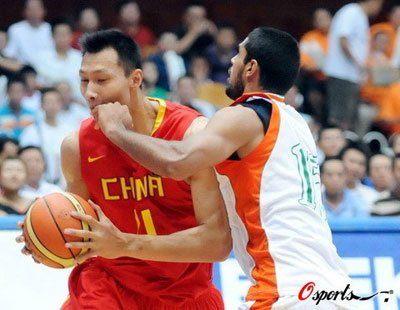 易建联16分统治篮下 中国男篮121-49狂胜印度