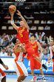 图文:男篮121-49印度 刘炜飞身传球