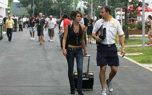 f1新加坡站美女如云 阿隆索娇妻争艳围场女郎