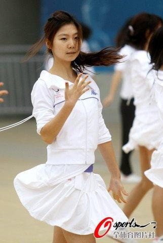 组图:中网啦啦队紧张训练