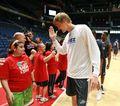 组图:NBA欧洲赛马德里站 AK47与球迷欢聚