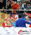 组图:刘翔现场换衣 大胆露点引观众疯狂