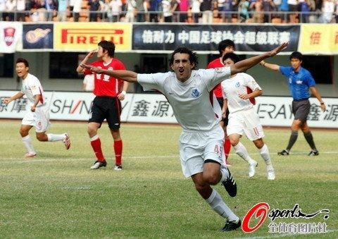 深圳3-1河南成功保级 曾诚袭击深足两将染红