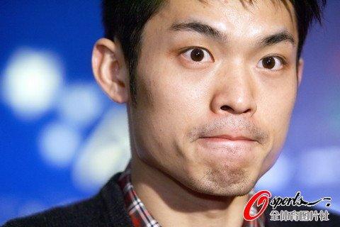 7大叔论坛新人图片区f-2009年11月6日,中国羽毛球队抵达香港,他们将参加7日为中国运动