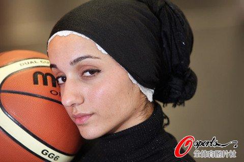 伊拉克美女拍篮球写真