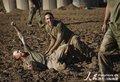 美国大兵玩泥地橄榄球