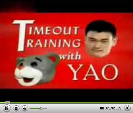 视频:姚明教火箭熊学坏 变恶魔恶搞火箭女郎