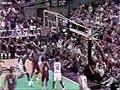 视频:92年美国vs古巴 乔丹轻巧妙传助攻伯德