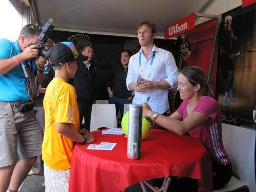 海宁重回澳网受热捧 赞助商安排球迷亲密接触