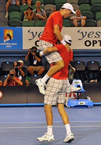 布莱恩兄弟卫冕成功 第四次夺得澳网男双冠军
