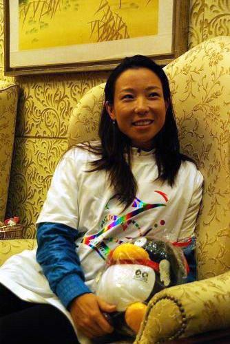 腾讯专访郑洁:蓝色发带原是腰带 最感谢老公