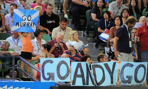 图文:澳网决赛费德勒PK穆雷 球迷为穆雷加油