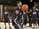 图文:东部明星训练 艾弗森练习中圈超远投篮