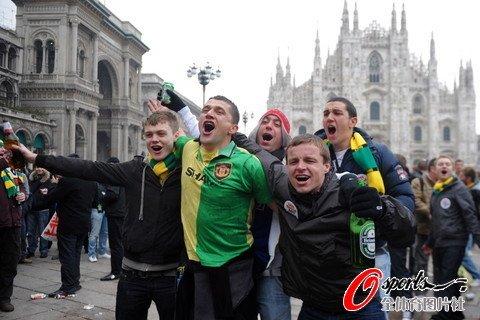 图文:米兰2-3曼联 曼联队,前进!