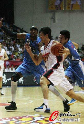 帕克24分率领五人上双 广东轻取北京获13连胜