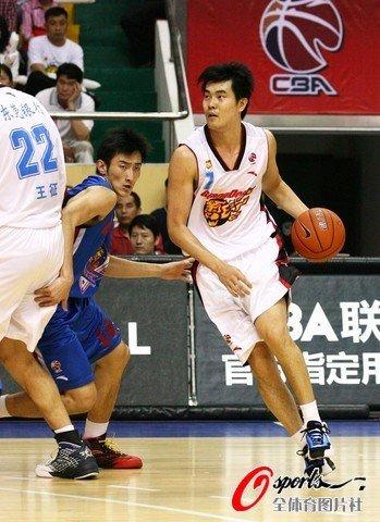 王仕鹏22分率八人上双 广东轻取天津获14连胜