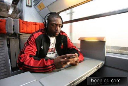 NBA手机秀:韦德最爱黑莓 音乐手机不离身