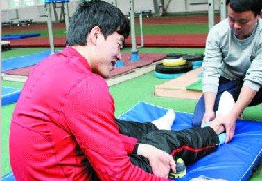 多哈田径锦标赛备战期间 刘翔伤脚出现炎症