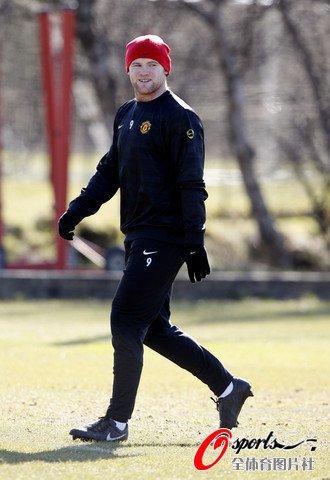 图文:曼联积极备战欧冠联赛 鲁尼心情不错