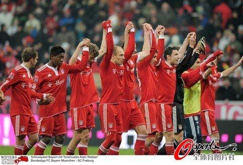 德甲-拜仁2-1逆转坐稳榜首 闪电飞翼梅开二度