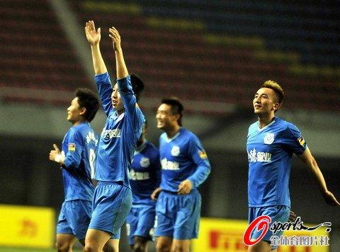 长沙主场2-0完胜上海 阿卡尼刘建业联手摘花