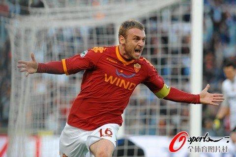 图文:罗马2-1国米 德罗西庆祝进球