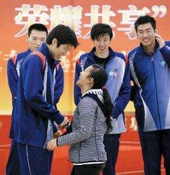 上海男排为汤淼基金会筹款 爱心接力连接众人