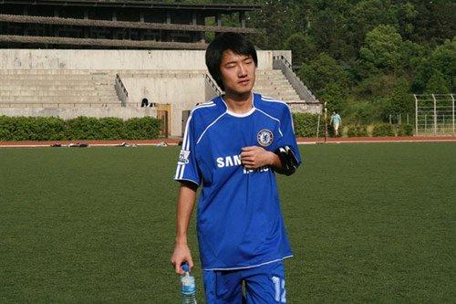 石柳春:校园足球给孩子欢乐 让他们茁壮成长