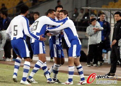 北京1-2惜败10人深圳 赫莱布2球国安弃将发威