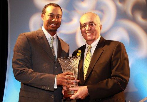 伍兹十获年度最佳球员奖 主席亲自出马颁奖