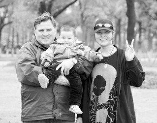 国家皮划艇队主教练携子亮相 与妻子扎根中国