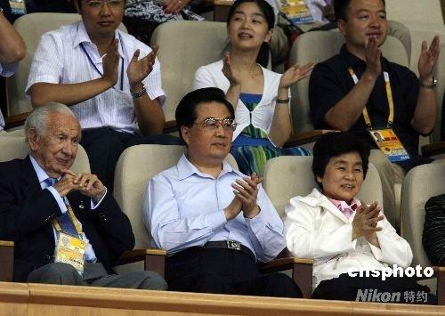 观看_胡锦涛与萨马兰奇 共同观看奥运会女排比赛