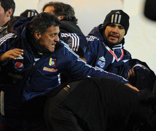 巴拉圭主力受伤主帅+助理染红 决赛前景堪忧