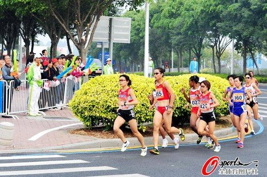 女子马拉松决赛中国揽前二 周春秀成功卫冕