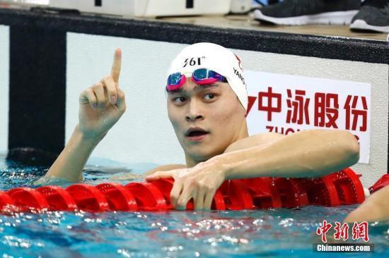 8月31日,天津全运会男子400米自由泳决赛在天津奥林匹克中心游泳跳水馆举行,浙江选手孙杨以3分41秒94夺得冠军。