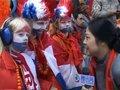 视频:池莉教荷兰球迷说中文 称闭幕式超想象