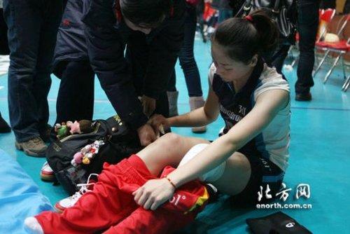 女排队长联赛受伤洒泪下场 或坚持出战斗恒大