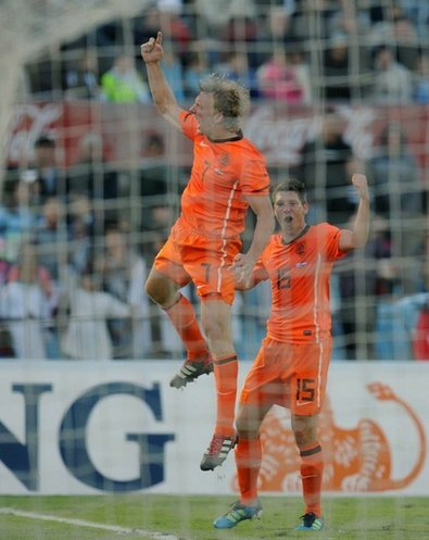 荷兰劳模5场5球晋升锋霸 差一战比肩博格坎普