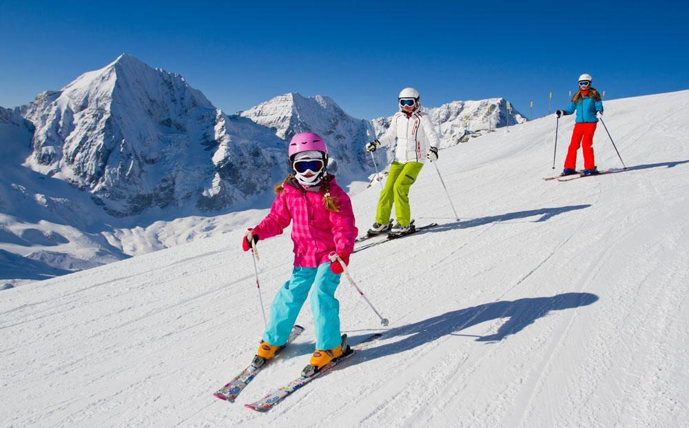 越来越多的人参与雪上运动