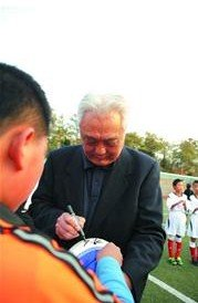 年维泗:看到中国足球希望 足球不能脱离教育