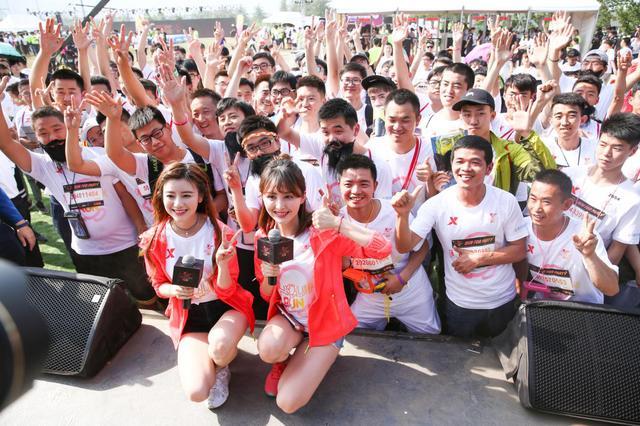 和爱豆一起跑出趣 特步企鹅跑520京城活力起跑