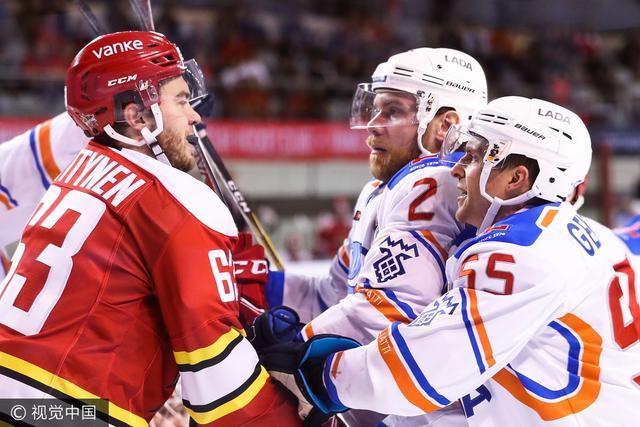 KHL昆仑鸿星逆转四连胜拉达 华裔双星大放异彩
