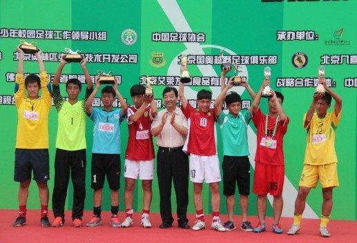 校园足球冠军杯落幕 乌鲁木齐五小成最大赢家