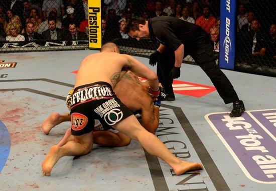 UFC160综述:凯恩再KO大脚 首度卫冕冠军头衔