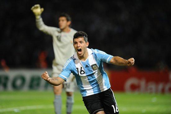 美洲杯-阿根廷3-0胜晋级 梅西2助攻阿奎罗2球
