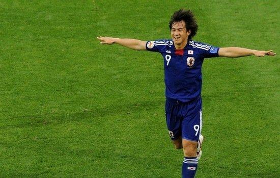 亚洲杯-日本5-0狂扫沙特 冈崎慎司演帽子戏法
