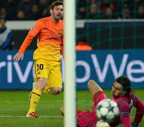 焦点:梅西欧冠破城20座 小贝重返欧冠创历史